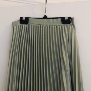 Pleated mint green maxi skirt